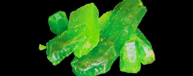 La recette d 39 halloween de la kryptonite comestible - Comment faire du vert fonce ...