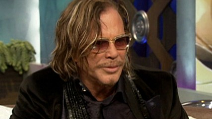 82779_golden-globes-2009-mickey-rourke-talks-wrestler-win