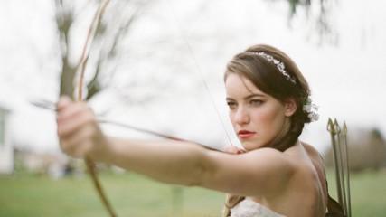 Un mariage sous le theme de Hunger Games : Katniss et Peeta en mariés.