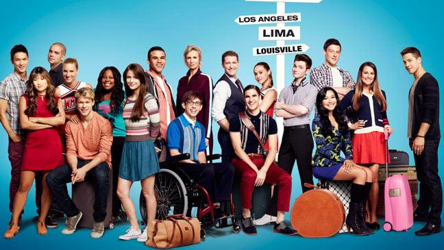 http://braindamaged.fr/wp-content/uploads/2012/08/glee_season_4_cast1.jpg