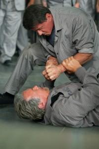 Evasion Stallone et Schwarzenegger en prison - baston
