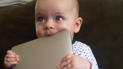 les-jeunes-enfants-vivent-en-virtuel-une