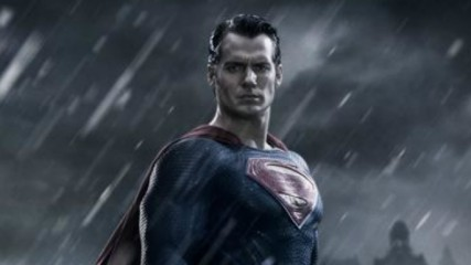 batman-v-superman-henry-cavill-en-superman-une
