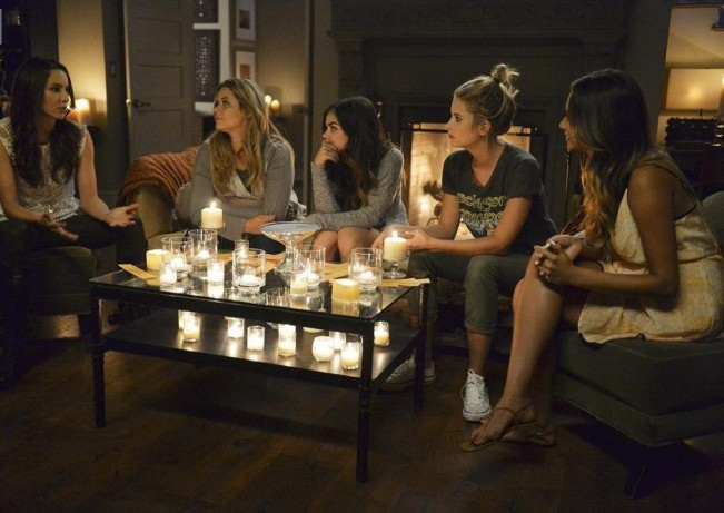 pretty-little-liars-emission-speciale-halloween-groupe