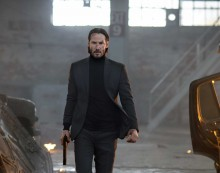 John Wick critique image centre Keanu reeves Willem Dafoe