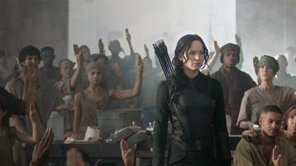 Hunger games la revolte partie  1 jennifer lawrence katniss critique une