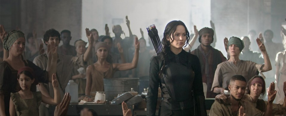 Hunger games la revolte partie  1 jennifer lawrence katniss critique une