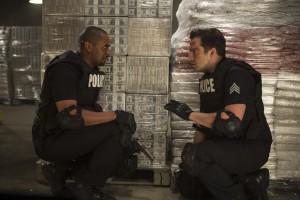 cops-les-forces-du-Desordre-deux-flics-en-carton-1