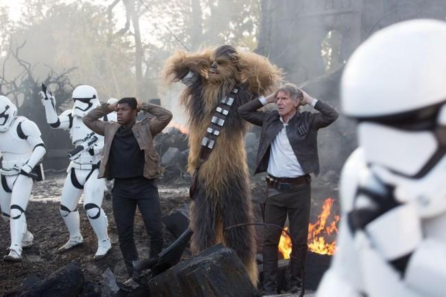 critique star wars image centre han solo Rey Princesse leia JJ Abrams Luke Skywalker Chewbacca