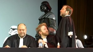 dark-vador-entoure-de-ses-trois-avocats-a-son-proces-au-grand-rex_5484134