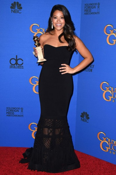 gina-rodriguez-offre-sa-robe-des-golden-globes-a-une-fan