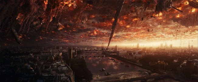 Independance-day-2-destruction-critique-decue-brain-damaged