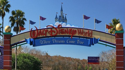 Disney  bientot une serie sur les parcs a  theme
