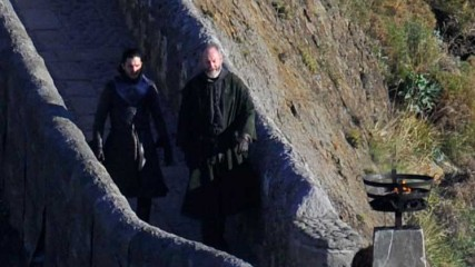 John-Snow-et-Sir-Davos-en-Espagne-a-Dragonstone-Game-of-thrones-saison-7