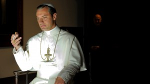 the-young-pope-jude-law-en-pape-megalo-et-radical-3