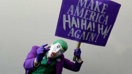mark-hamill-lit-un-tweet-de-trump-avec-la-voix-du-joker-une