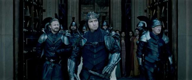 le- roi-arthur-la-légende-d'excalibur:  un- depoussierage- en -force -du -mythe- 3