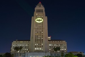 hommage adam west bat signal
