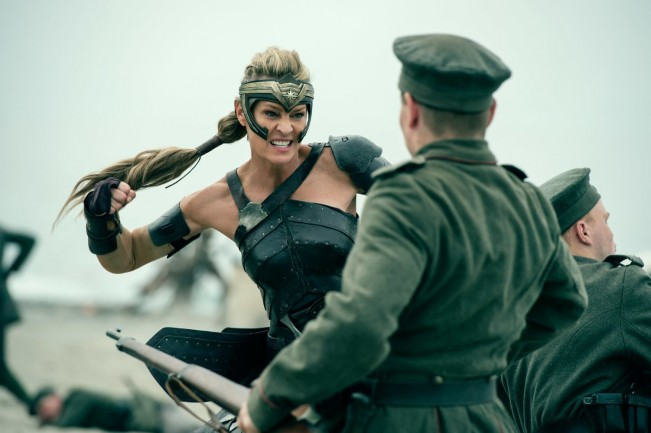 wonder-woman-photo-robin-wright-critique image 1