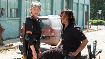 the-walking-dead-saison-8-premiere-photo-avec-daryl-et-carol-une