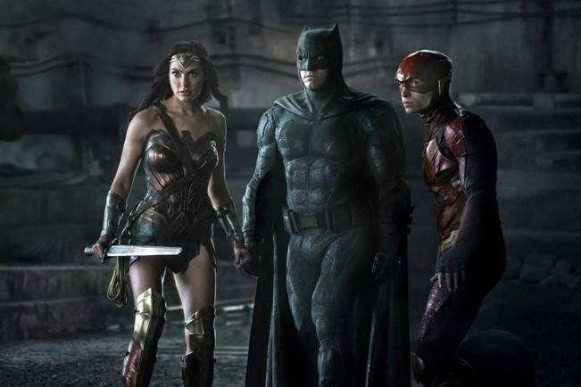 justice-league-nouvelle-photo-et-superman-en-costume-noir-image