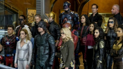 supergirl-arrow-flash-legends-crisis-on-earth-x-photos-une