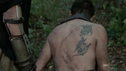 the-walking-dead-saison-8-theories-sur-les-ailes-dange-de-daryl-1