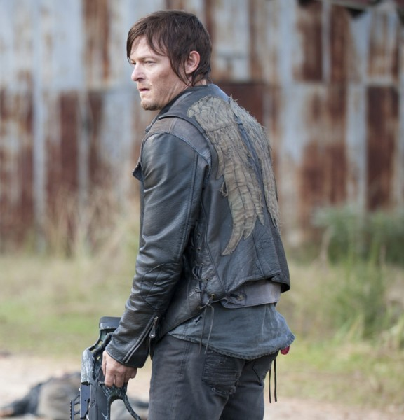 the-walking-dead-saison-8-theories-sur-les-ailes-dange-de-daryl-vest