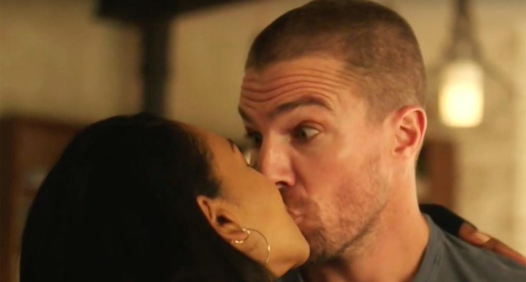 Arrow, The Flash, Supergirl : Iris embrasse Oliver ! (teaser Elseworlds)